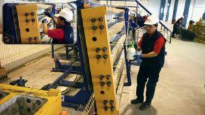 روغن کاری درون قالب تراورس جهت جلوگیری از چسبیدن تراورس بتنی به قالب و نصب متعلقات تراورس