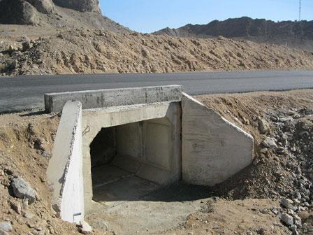 قالب کانال انتقال آب بتنی قالب مسیر عبور آب از زیر جاده بتنی
